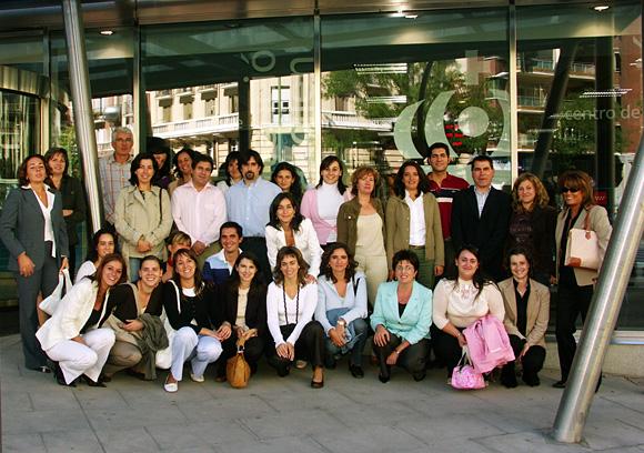 Foto de grupo del personal de las oficinas de atención al publico situadas en Rios Rosas