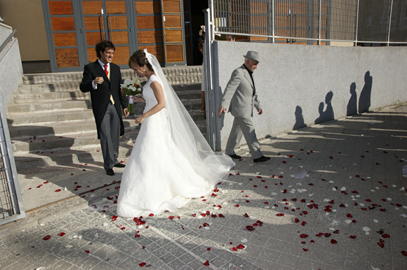 A la salida de la iglesia ubicada en la zona de Arturo Soria zona norte de Madrid