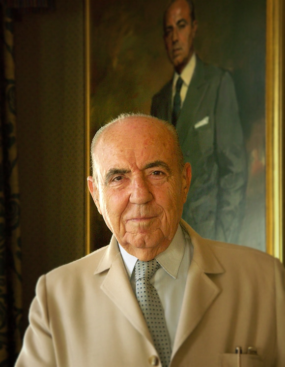 Retrato fotográfico de la persona que fue el director del Canal de Isabel II y anteriormente Ministro de Justicia